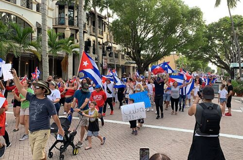 Florida Officials Advocate for Internet Access in Cuba